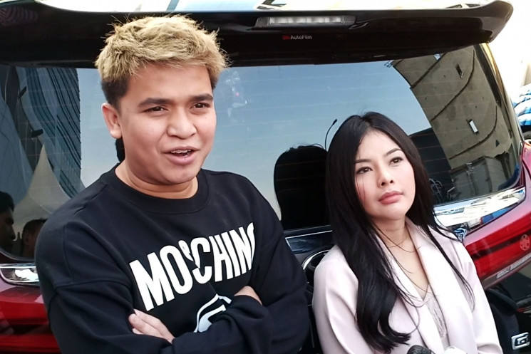 Billy Syahputra dan Elvia Cerolline (Altov/tabloidbintang.com)