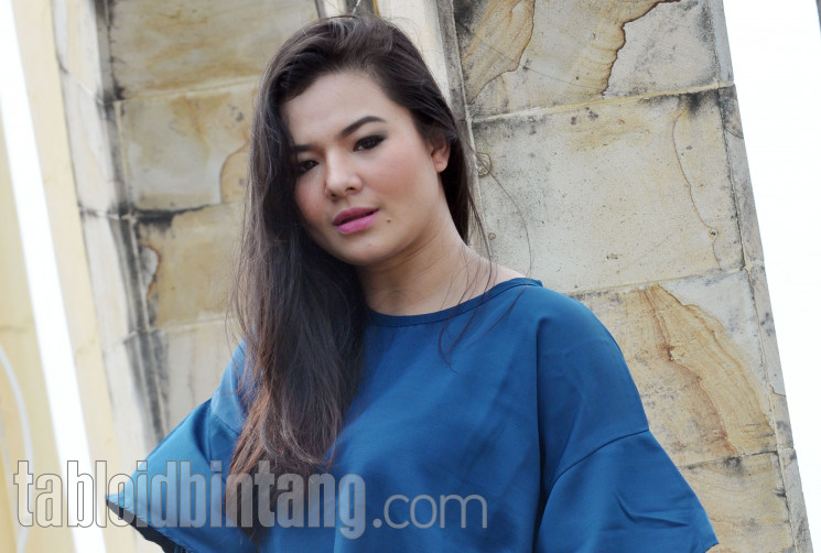Eriska Rein menjalani program diet. (Seno/tabloidbintang.com)