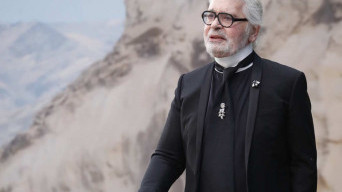 Desainer Karl Lagerfed Tutup Usia