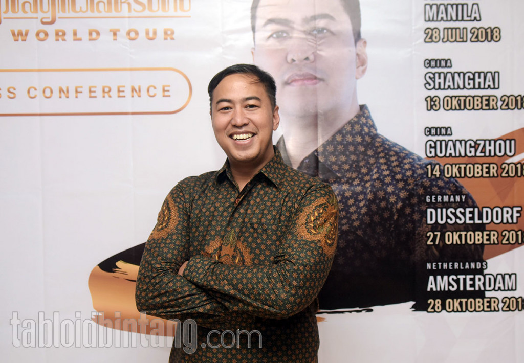Pandji Pragiwaksono Siap Gelar Pragiwaksono Stand Up Comedy World Tour 2018