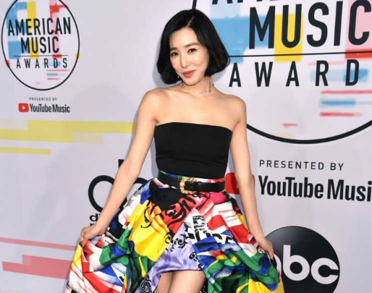 Bahagianya Tiffany Young Tampil di Red Carpet American Music Awards 2018